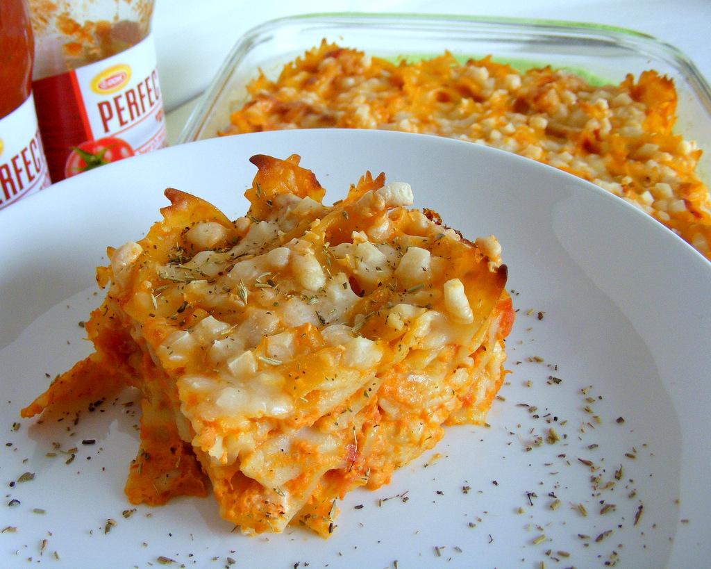פשטידת פסטה ברוטב עגבניות וגבינות