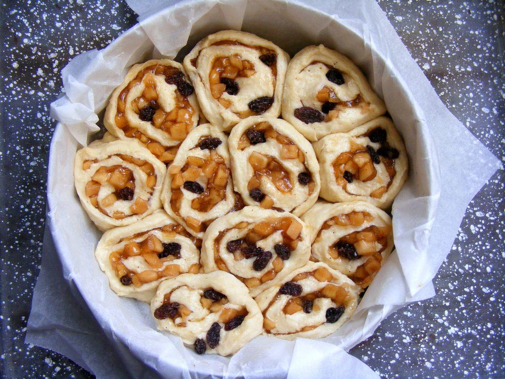 עוגת שמרים תפוחים וצימוקים