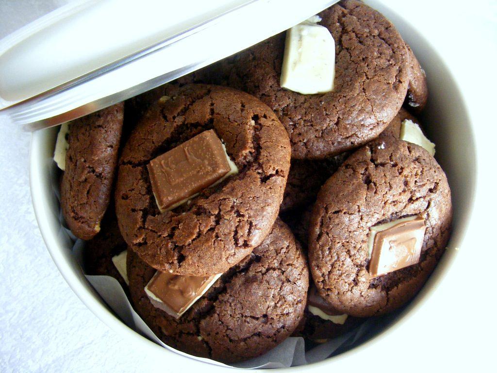 עוגיות שוקולד עם המון שוקולד למכורים לשוקולד
