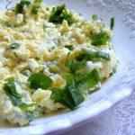 סלט ביצים ובצל ירוק