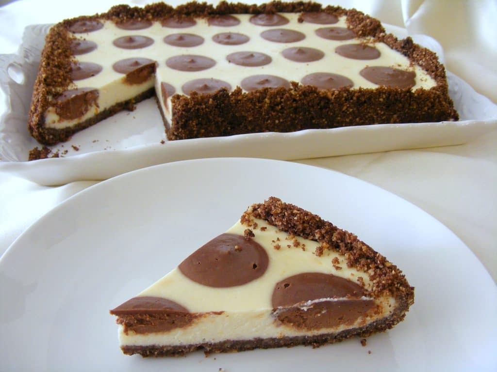 עוגת גבינה ושוקולד (מנוקדת) חגיגית ומשגעת