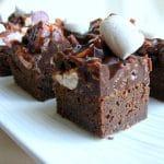 בראוניז מרשמלו עם ציפוי שוקולד וחמאת בוטנים מטורף