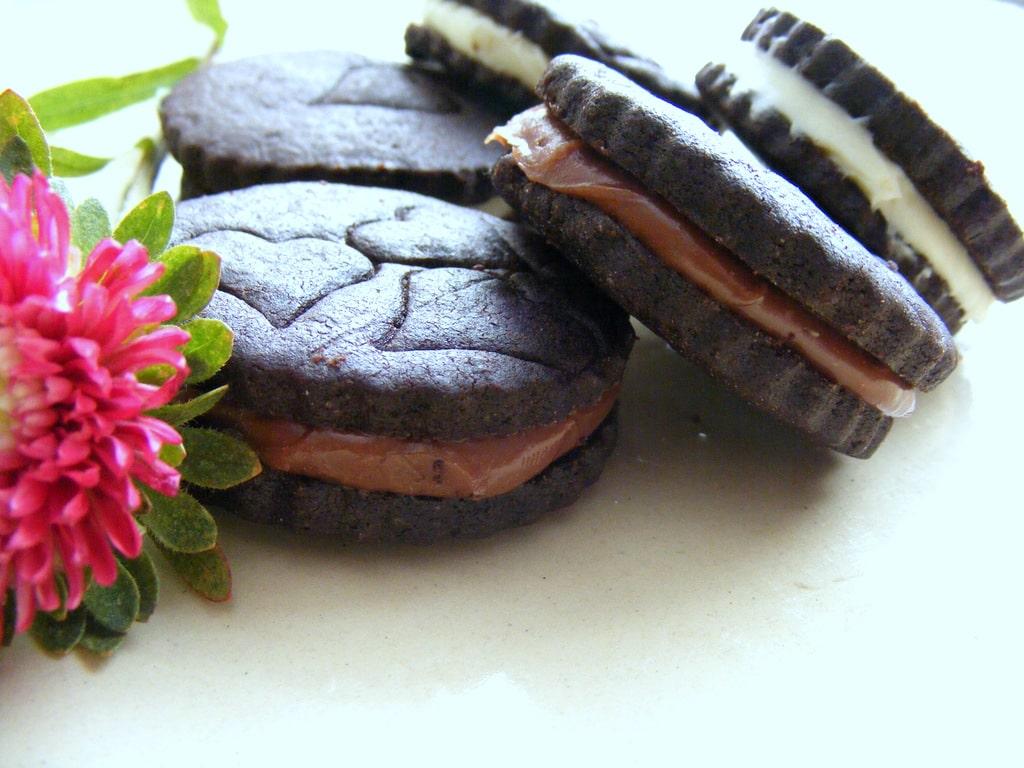 עוגיות אוראו תוצרת בית עם מלית שוקולד מעולה