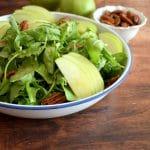 סלט ירוק עם תפוחים ברוטב חרדל משגע