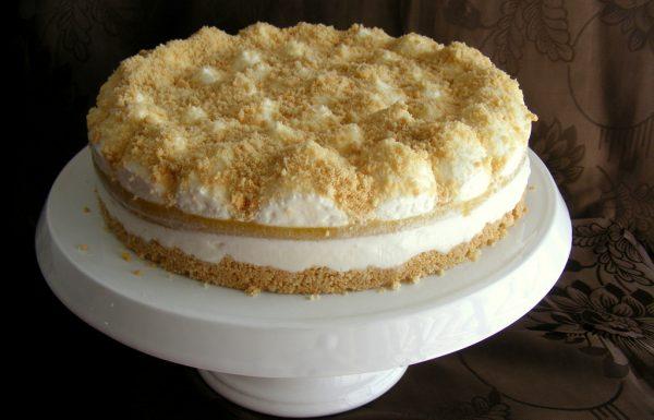עוגת גבינה פירורים ללא אפייה עם הפתעת אפרסק
