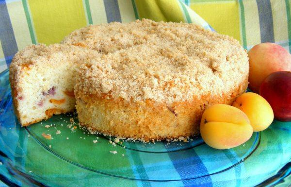 עוגת פירות בחושה עם יוגורט זו עוגת הקיץ שלכם