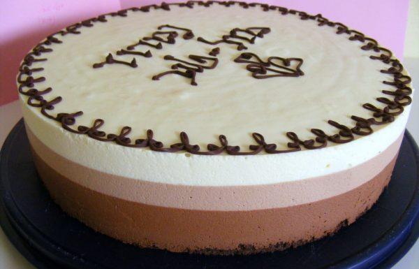 טריקולד עוגת מוס שלושה שוקולדים מושלמת