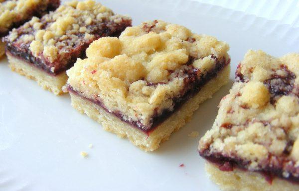 חיתוכיות ריבה ופירורים עוגיות של בית