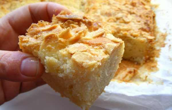 עוגת שקדים לימונית