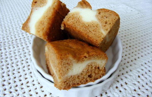 ריבועי עוגת דבש וגבינת שמנת רכים וטעימים