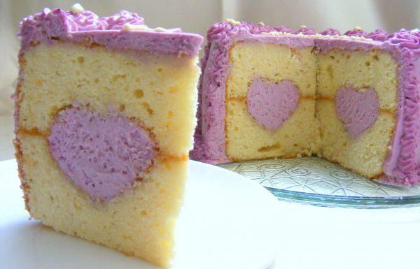 עוגת לב בהפתעה עוגה חגיגית מלאת אהבה