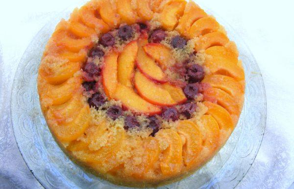 עוגת סולת ופירות קיץ הפוכה