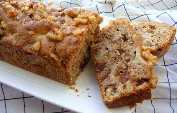 עוגת תפוחים עם תמרים ואגוזים עוגה בחושה עשירה