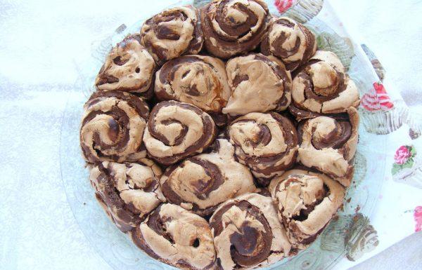 עוגת שמרים שושנים במילוי שוקולד