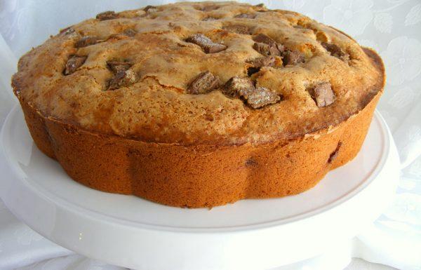עוגה לבנה עם הפתעה עוגת וניל רכה ובתוכה הפתעות מתוקות