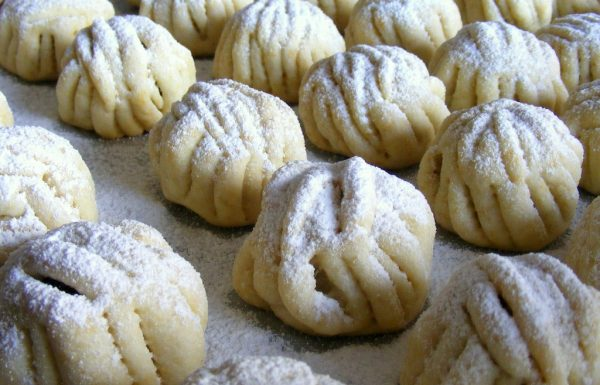 עוגיות מעמול מבצק עם סולת במבחר טעמים