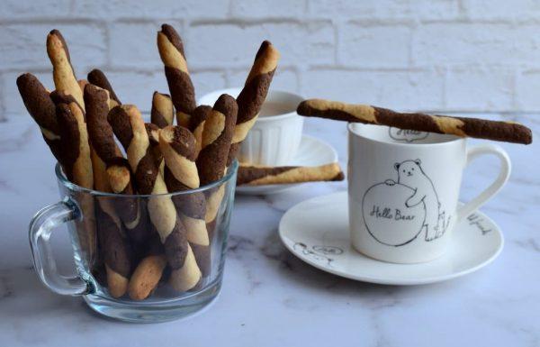 עוגיות שוקו וניל בצורת מקלות שכיף לטבול בכוס שוקו חם או קפה