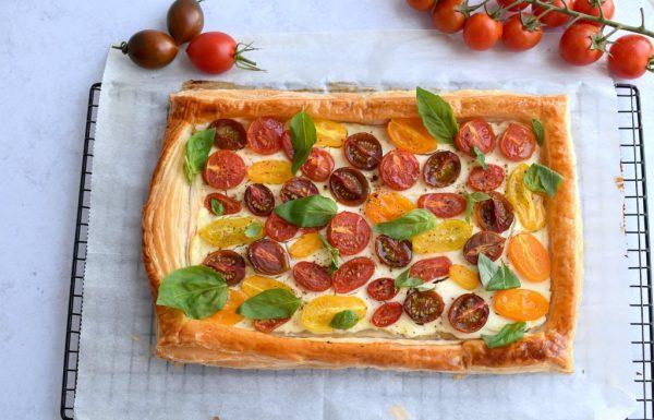 טארט גבינה ועגבניות שרי על בצק עלים