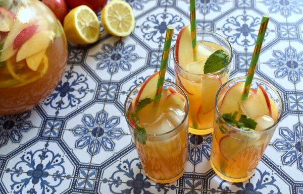 תה תפוחים קר ומרענן תוצרת בית