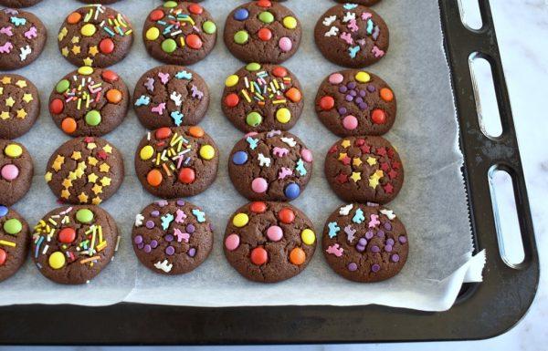 עוגיות שוקולד צבעוניות שכיף להכין עם הילדים