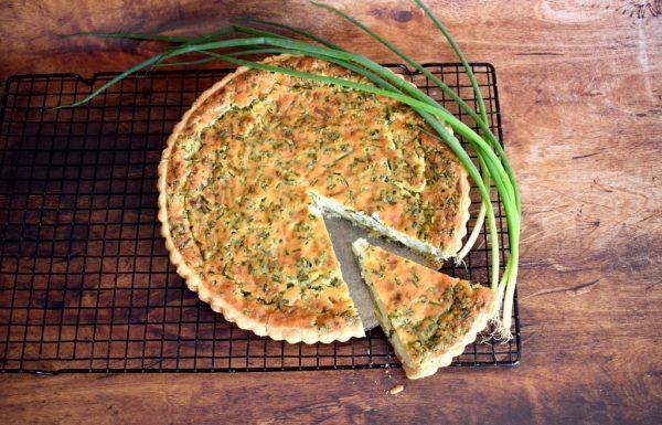 קיש גבינות ובצל ירוק מעולה לחג שבועות