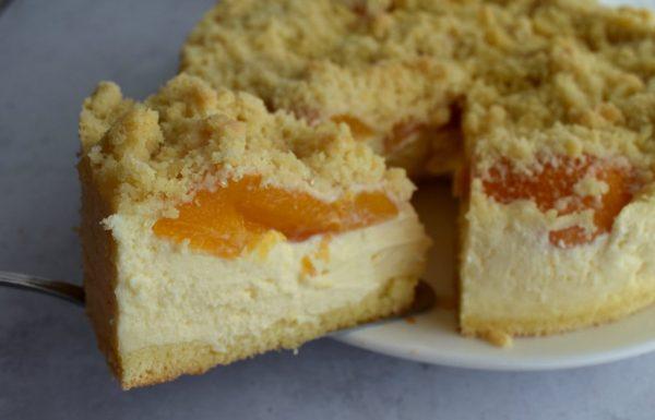 עוגת גבינה עם פירות ופירורים