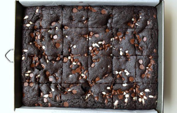 חומיות – ריבועי בראוניז עם קקאו במקום שוקולד