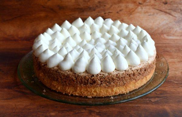 עוגת קצף אגוזים וקצפת עם הפתעת נוטלה
