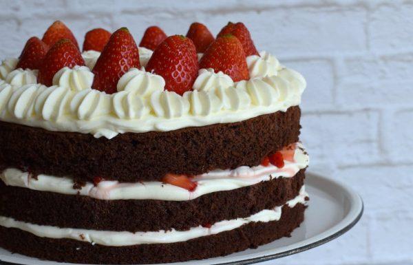 עוגת שוקולד קצפת ותותים עוגה חגיגית