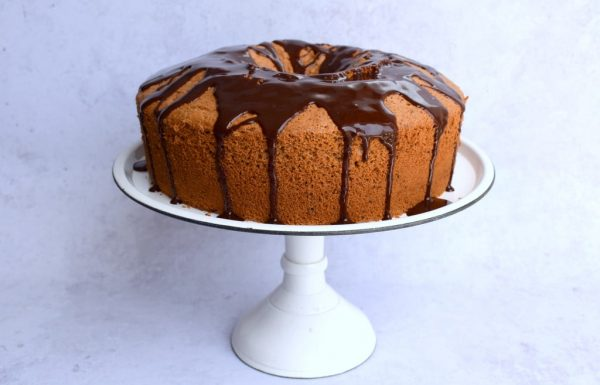 עוגת נס קפה פרווה נהדרת עם ציפוי שוקולד מבריק